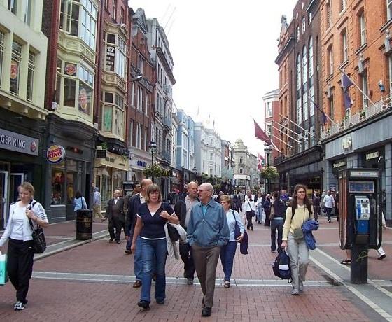 angol lecke után sétálj a város központjában, Grafton Street